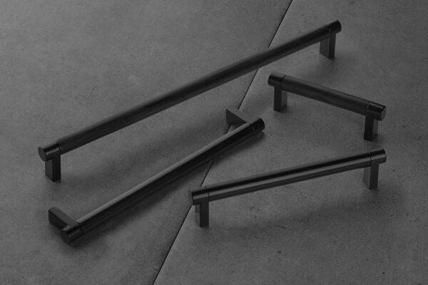 EMTEK SELECT Smooth Cabinet Pull Bar